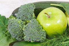 Naturalny zielony owoc i warzywo jako źródło witaminy i kopaliny, zdrowy odżywiania pojęcie Fotografia Stock