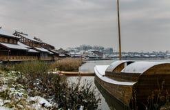 Naturaufbau des Schnees river lizenzfreie stockbilder