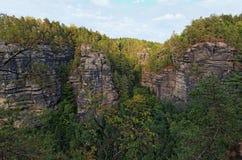 Naturdenkmal - Tscheche die Schweiz die böhmische Schweiz oder Nationalpark Ceske Svycarsko Vogelperspektive am Sommernachmittag lizenzfreie stockbilder