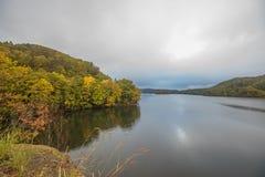 Nature湖在秋天 免版税库存图片