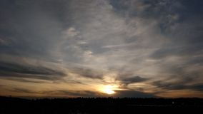 Nature, citations, le soleil, nuages, coucher du soleil Photos stock