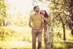 Nature de marche de cuvette Couples dans l'amour Photo stock