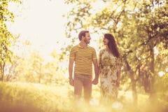 Nature de marche de cuvette Couples dans l'amour Photographie stock