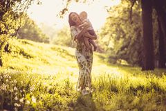 Nature de marche de cuvette Mère et bébé Photos stock