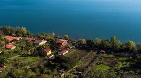Nature et eau, Albano Lake, Italie images stock