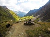 Nature et homme Amants dans les montagnes extr?me photographie stock libre de droits