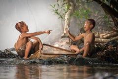 Nature heureuse de l'eau de garçons Photos libres de droits