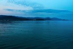 Nature, paysage marin Mer profonde foncée de belle nuit, littoral thaï Photos stock
