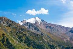 Nature près du grand lac almaty, Tien Shan Mountains à Almaty, Kazakhstan Photographie stock libre de droits