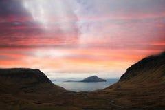 Naturen av Faroeen Island i det atlantiskt för norr Arkivfoto