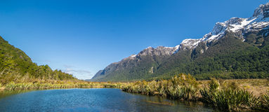Naturen av spegelsjön, Nya Zeeland Royaltyfria Bilder
