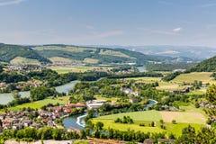 Naturen förbiser med floder i Schweiz Royaltyfria Foton