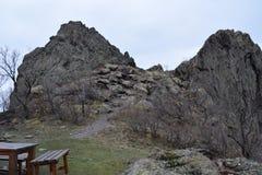 Naturen parkerar blå ` vaggar ` - Bulgarien, Sliven Arkivfoton
