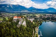Natureza bonita de Eslovênia - lago do recurso sangrado fotos de stock royalty free