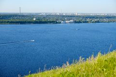 Natureza bonita do russo, opinião do rio imagem de stock royalty free