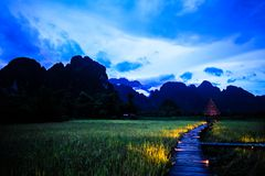 Natureza bonita na noite em Vang Vieng, Laos fotos de stock