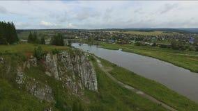 Natureza bonita no rio Chusovaya na região de Sverdlovsk, Rússia video estoque
