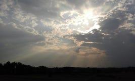 Natureza da nuvem da luz do sol da luz solar do céu Foto de Stock