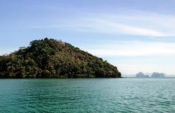 Natureza da paisagem com montanha e oceano da árvore Imagens de Stock Royalty Free