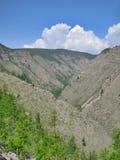 Natureza de Baikal O afloramento das rochas nos montes Imagens de Stock Royalty Free