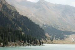 A natureza de Cazaquistão Lago Almaty fotografia de stock