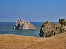 Natureza do Lago Baikal Cabo Burkhan - rocha do curandeiro Imagens de Stock Royalty Free