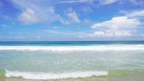 Natureza do mar da praia da costa no sol do verão 4K, videoclip de UHD vídeos de arquivo