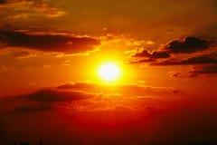 Natureza exterior alaranjada do verão do céu alaranjado do céu do por do sol Imagens de Stock Royalty Free