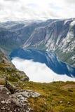 Natureza, montanhas e lagos bonitos de Noruega fotos de stock
