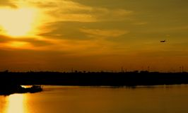 Natureza plana do sol do céu da paisagem do avião do por do sol Fotos de Stock Royalty Free