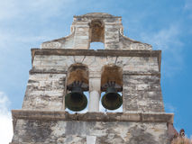 A natureza retoma uma igreja de construção ruinded abandonada Imagem de Stock