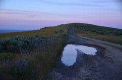 A natureza sae de uma nota do amor: Coração dos montes do céu do cavalo, imagens de stock