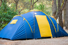 Naturferien des kampierenden Zeltes Stockbilder