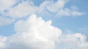 Naturformaussehung der Wolke abstraktes wie das Mannschlafen Lizenzfreies Stockfoto