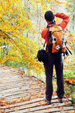 Naturfotograf i den Plitvice nationalparken Royaltyfria Bilder