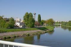 Naturgras-Flussstadt Stockbilder