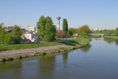 Naturgras-Flussstadt Lizenzfreies Stockbild