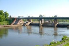 Naturgras-Flussstadt Stockfotografie