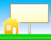Naturhintergrund mit Anschlagtafel und Haus Lizenzfreies Stockbild