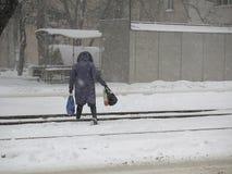 Naturkatastrophen Winter, Blizzard, starke Schneefälle gelähmt die Stadt, Einsturz Schnee bedeckte den Wirbelsturm Europa Stockfoto