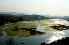 Naturlandschaft mit Bergen und Seen stockfotografie