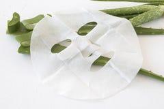 Naturlig arkmaskering för hudframsida från växt- blommor arkivfoto