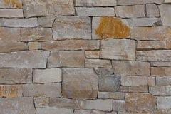 Naturlig bakgrund för modell för vägg för stengranittegelsten som är contemporar Arkivfoton