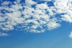 Naturlig bakgrund, skyscape och moln Arkivbild