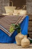 Naturlig behållare för stillebensugrör arkivbilder