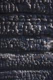 Naturlig brandaska med m?rk textur f?r gr? f?rgsvartkol E Copyspace arkivbilder