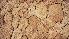 Naturlig brun bakgrund av stenar och kullersten stock video
