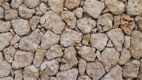 Naturlig brun bakgrund av stenar och kullersten arkivfilmer