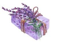 Naturlig handgjord tvål med lavendelblommor Arkivbilder
