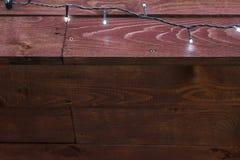 Naturlig inre med wood väggpaneler som dekoreras med vita ljus Textur av wood bruk som naturlig bakgrund Trä texturera Ab Arkivfoto